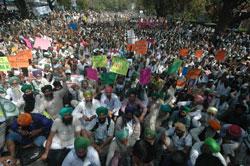Agrarian crisis: farmers from 15 states protest at Delhi Jantar Mantar