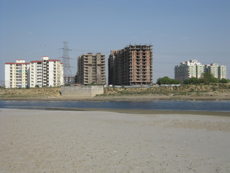 Demolish illegal structures on Yamuna, Hindon flood plains, says green tribunal