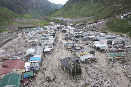 It is believed that a combination of events caused the devastation in Kedarnath town. A massive landslide occurred upstream in the north-east region of the Kedar valley. At the same time heavy rainfall formed a small lake in the north-west of the valley. The debris from the landslide and water from the lake travelled down the slope, channelled into the glacier, and came down to Kedarnath town (photo by Rohit Dimri)