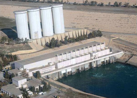 Why control of Mosul dam in Iraq means life or death for nearly two million people