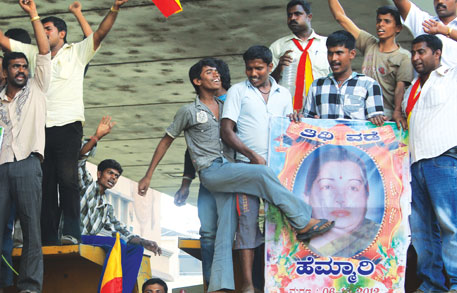 Kannada outfits called a bandh on October 5 in Bengaluru to protest sharing of Cauvery water. They burnt effigies of the Tamil Nadu chief minister