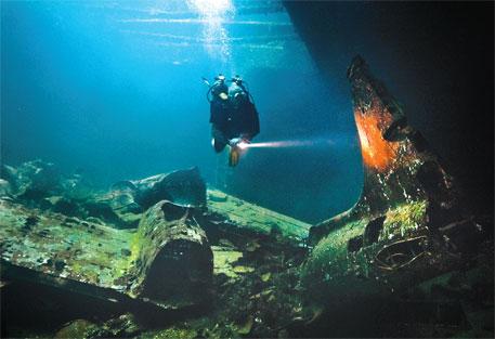 Underwater ship graves