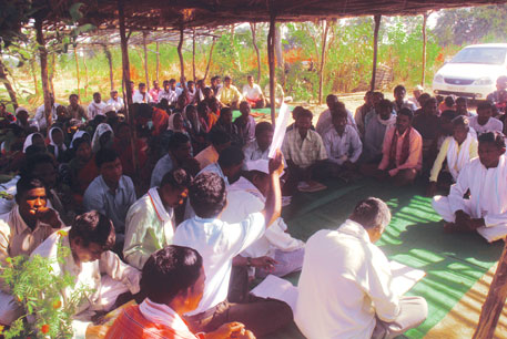 People congregate in Gadchiroli to listen to a contractor's auction plan for tendu leaves