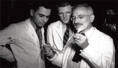 Selman Waksman (right) deprived student Albert Schatz (left) of credit for streptomycin