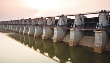 Gosekhurd dam in Yavatmal has water but not adequate canals to reach it to farmers
