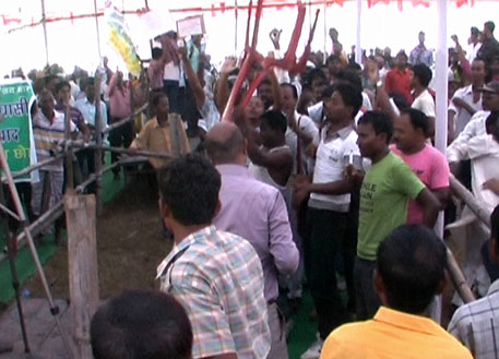 Public hearing for Bhushan steel plant ends in fracas