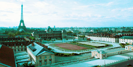 A view of the Eiffel Tower and Ecole Militaire from the balcony of UNESCO's 7th floor (Image courtesy IISD)