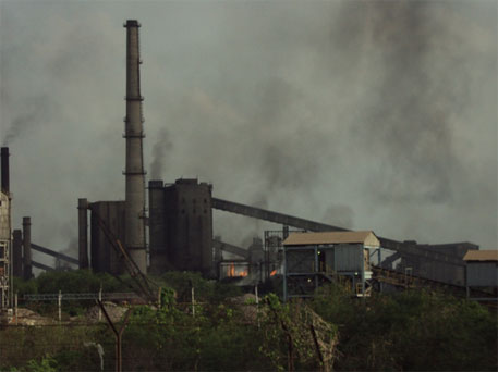 Conventional coal-based steel producing plants in India emit large amounts of carbon dioxide