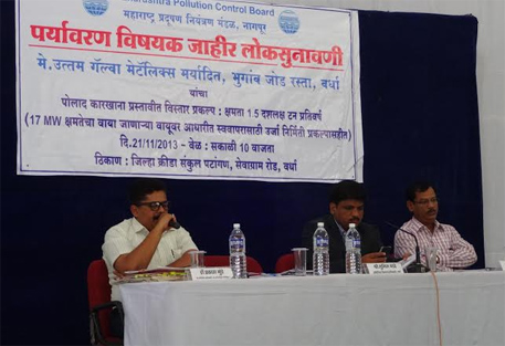 Additional Collector Sunil Gade (centre) and MPCB regional officer N H Shivangi (right) on the dias (photos by Aparna Pallavi)