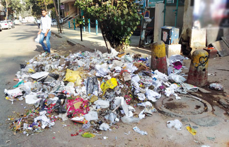 Garbage piled in Bengaluru (photo by Aparna Pallavi)