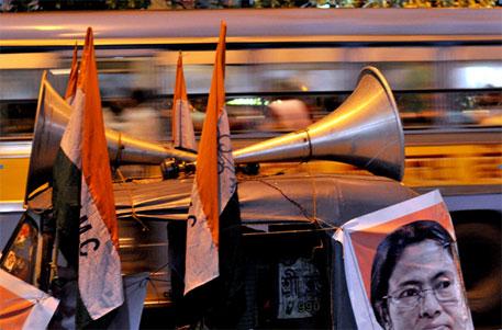 Will Bengal allow high decibel firecrackers?