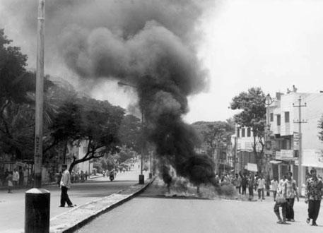 Bangalore burning: Veerappan's demands can ignite Tamil-Kannadiga tensions
