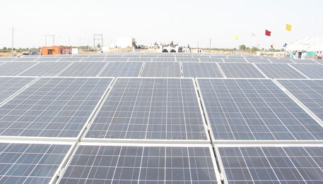 Government accelerates efforts to set up solar parks