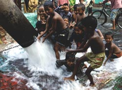 Groundwater level plunges in Bangladesh