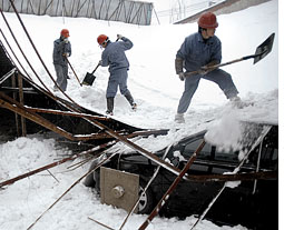 Extreme cold conditions in China throw life out of gear
