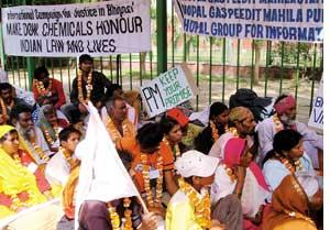 Bhopal gas survivors' Delhi march delivers little