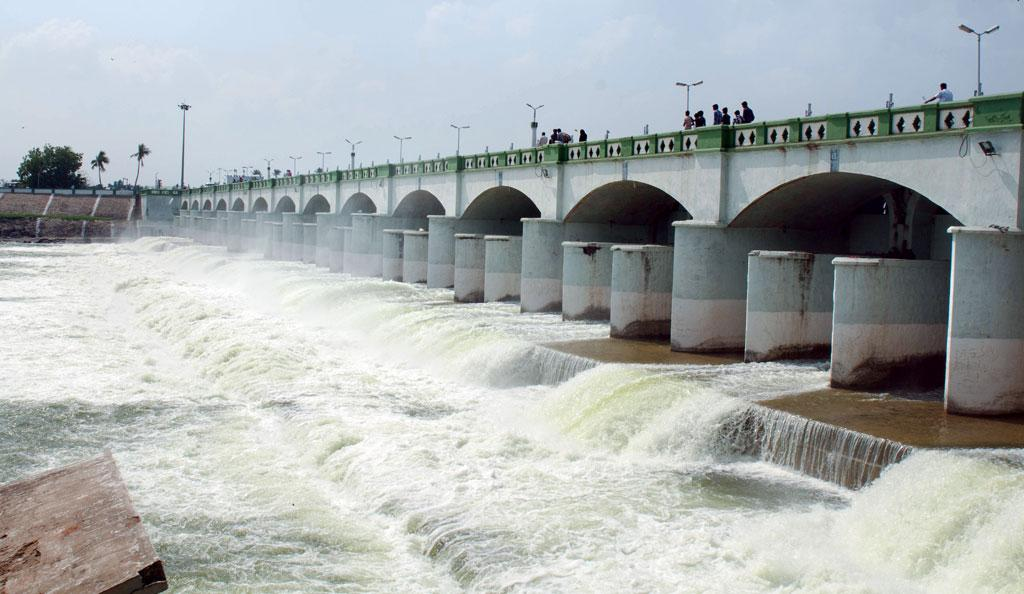 On September 24, Tamil Nadu released water in the Cauvery delta from the Grand Anicut dam in Thanjavur to save the winter paddy crop from failing (Photo: Ashwin Kumar)