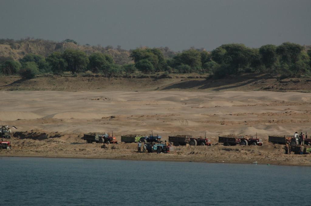 When sand and gravel are extracted at a rate far exceeding the capacity of rivers to replenish them, the entire ecosystem is affected. Credit: Agnimirh Basu/ CSE
