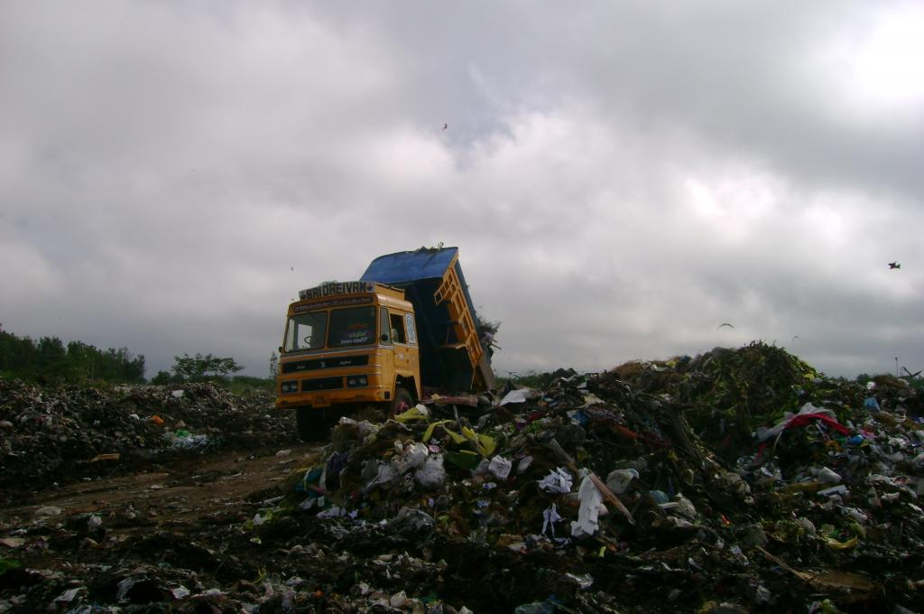 Delhi generates over 9,000 metric tonnes of garbage per day, only 43 per cent of which gets processed (Credit: Ravleen Kaur/CSE)