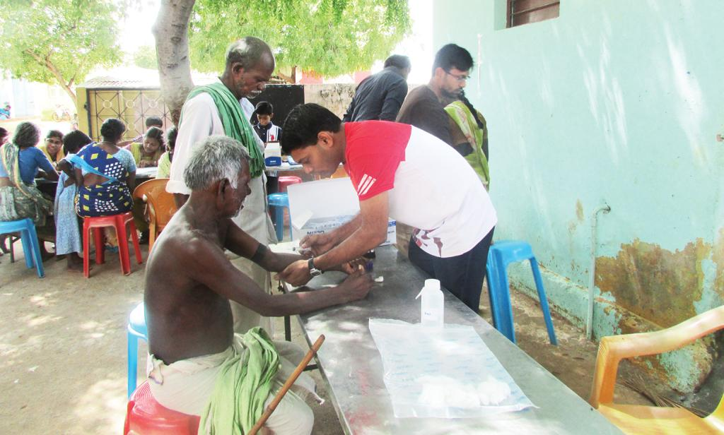 Researchers from Madurai Kamaraj University draw blood samples of village residents to test for diabetes (ARUL / MADURAI KAMARAJ UNIVERSITY)