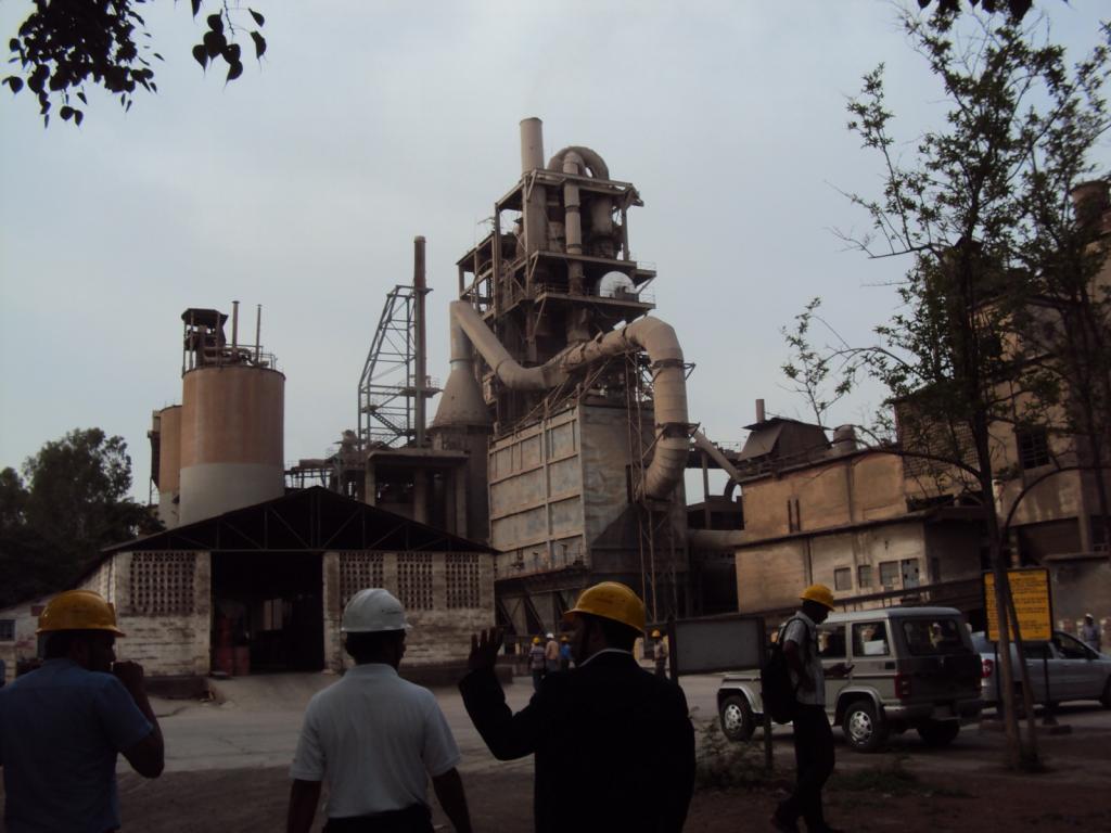 A cement plant in Bengaluru. Credit: Kanika Bahel/CSE