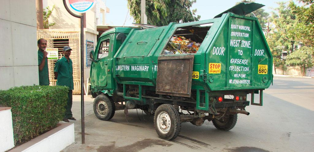 The Surat municipal corporation, which is ranked the 4th cleanest city in the country, collects and transports mixed waste (Photo: Sadia Sohail)