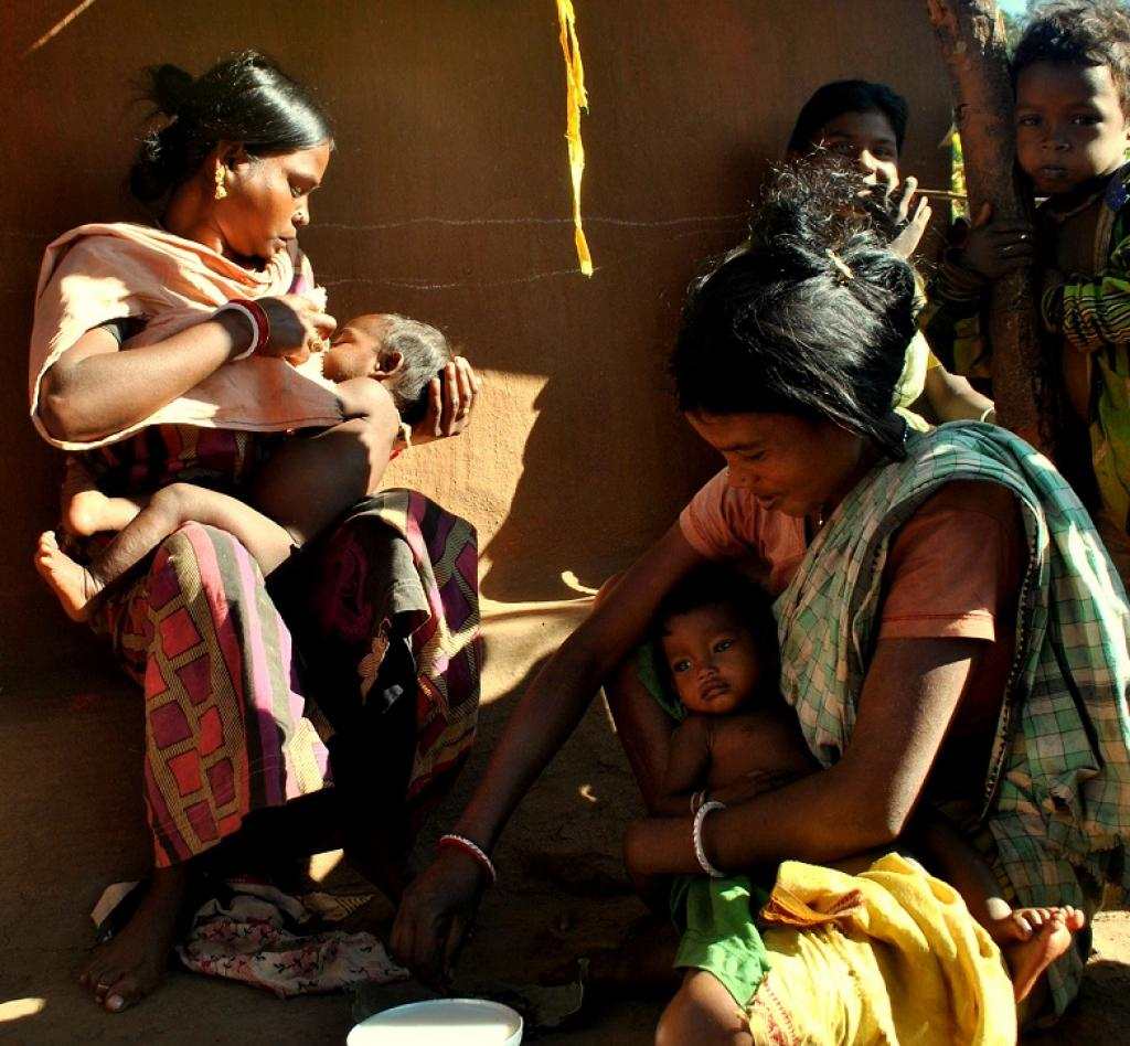 Tribal women tending to their children in Kendujhar. Credit: Srestha Banerjee