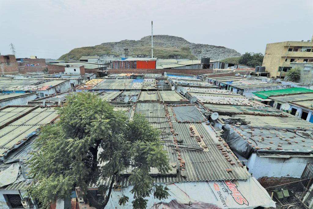 अहमदाबाद स्थित पिराना गांव में कचरे का पहाड़