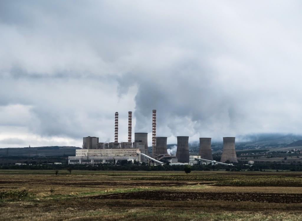 Without continual reductions in emissions from these companies, effectively mitigating the long-term risks of climate change is not possible. Credit: PXHere