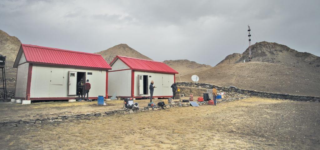 पिछले साल, एनसीएओआर ने हिमांश की स्थापना की जो भारत की पहली ऊंची फैसिलिटी (सुविधा) है। ये स्पीति के सुतरी ढाका ग्लेशियर से 3 किमी नीचे है