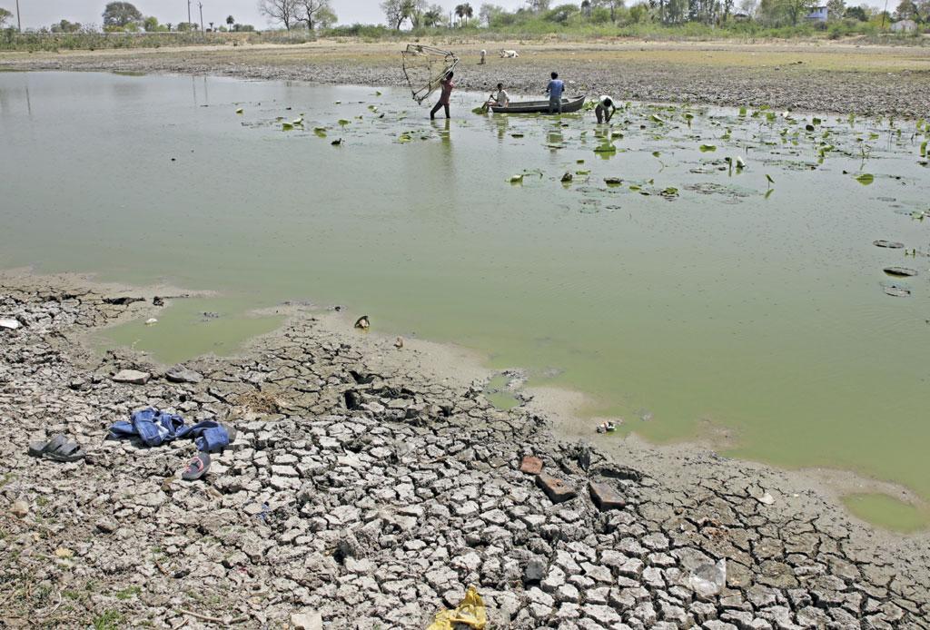 बुंदेलखंड क्षेत्र में बने एक तालाब की दुर्दशा
