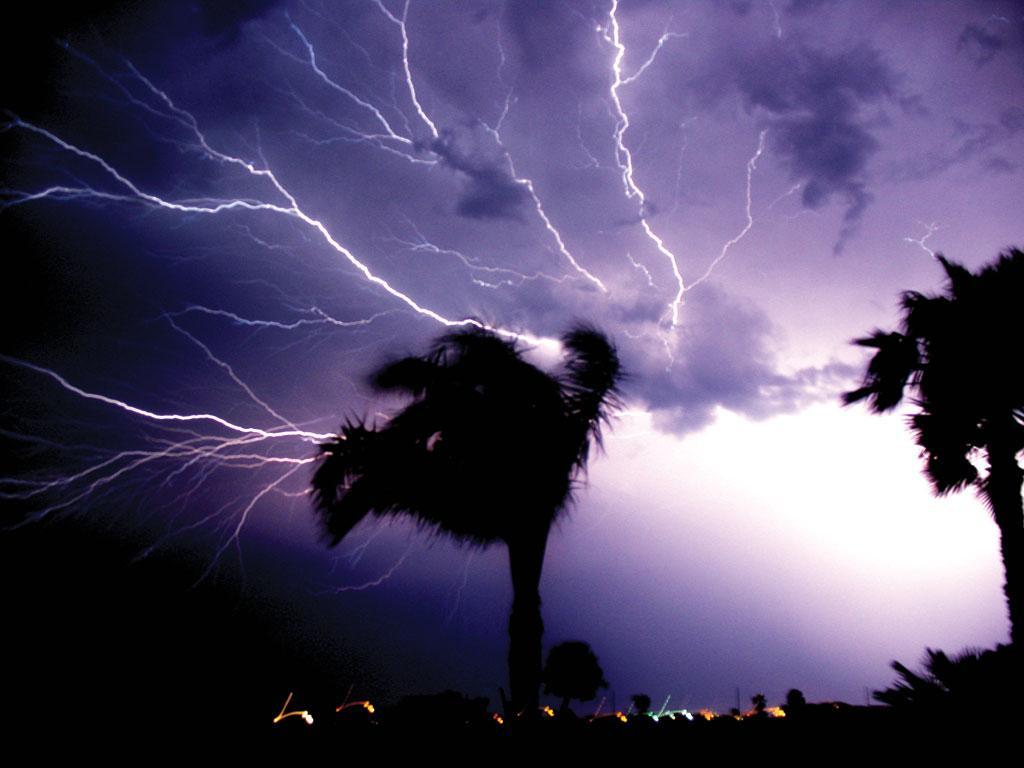 भारत में आकाशीय बिजली से सबसे अिधक मौतें मध्य प्रदेश में होती हैं। इसके बाद क्रमश: महाराष्ट्र, उत्तर प्रदेश, बिहार, पश्चिम बंगाल, झारखंड, छत्तीसगढ़ और ओडिशा का स्थान आता है