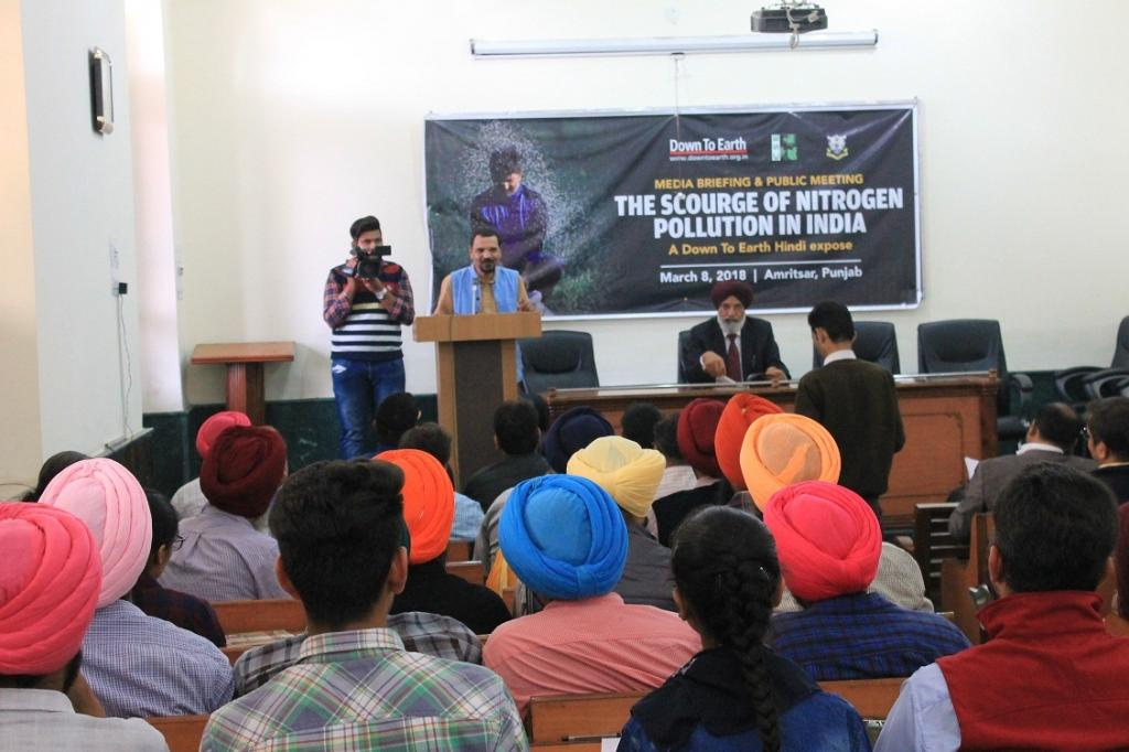 Down To Earth's Managing Editor Richard Mahapatra addresses the audience at Amritsar's Khalsa College  Credit: Souparno Banerjee