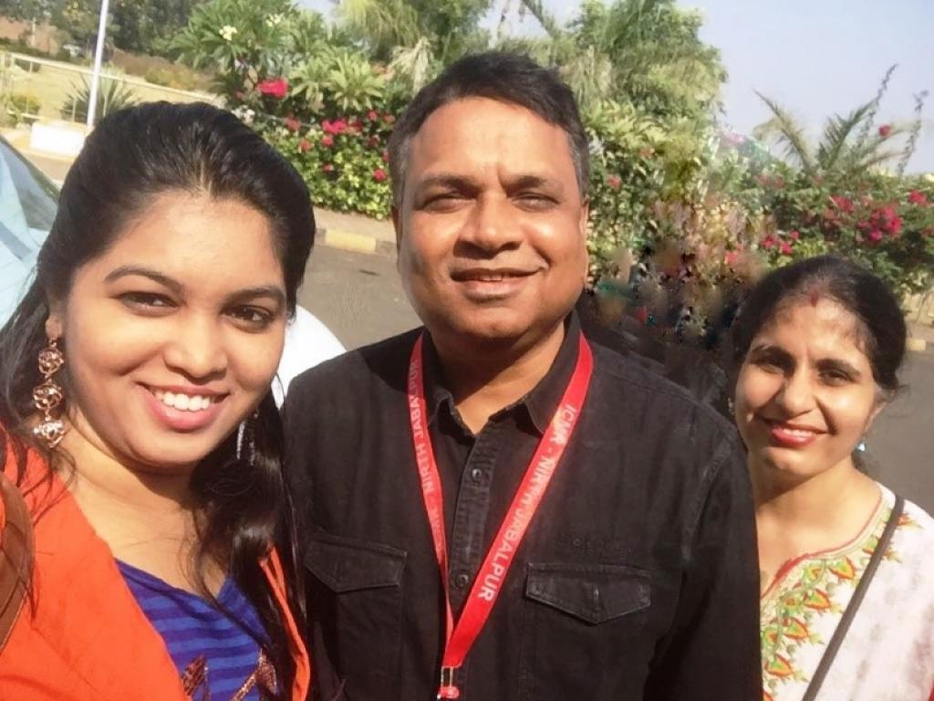 उपासना सिंह, डॉ अपरूप दास और निशा सिवाल (बाएं से दाएं)