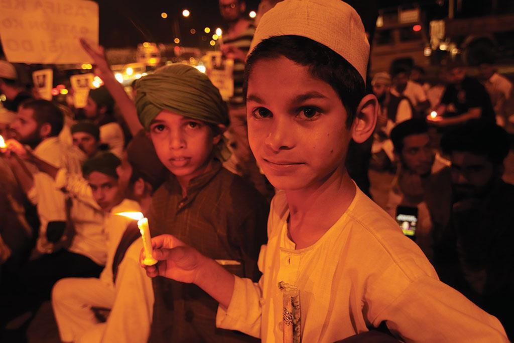 कठुआ में बलात्कार के बाद जम्मू में मोमबत्तियां जलाकर न्याय की मांग करते लोग  (ईशान कुकरेती / सीएसई)