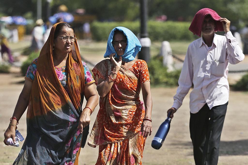 जलवायु परिवर्तन के कारण ही भारत में हीटवेव की आवृत्ति में बढ़ोतरी हुई है। भारत में हीटवेव तीसरी ऐसी आपदा है जिसमें सबसे अधिक मौतें होती हैं