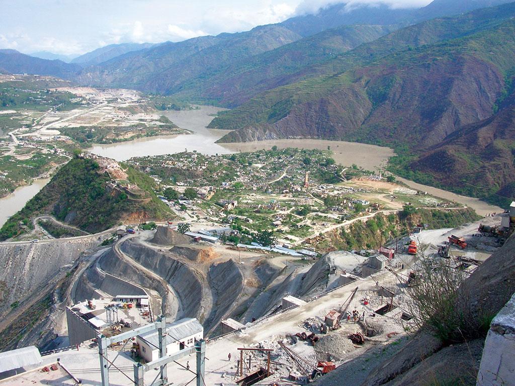 टिहरी बांध की खातिर 202 वर्ष पुराने टिहरी शहर को डुबा दिया गया जो इस क्षेत्र की संस्कृति का संगम था। साथ ही कई दर्जन गांवों एवं गांव वालों को विस्थापन का दंश झेलना पड़ा