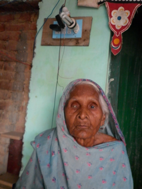 Janaki Devi's dream of seeing electricity in her house will never come true. She turned blind before her house could be electrified (Photos: Jitendra)