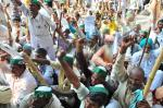 Six farmers shot dead during protest in Madhya Pradesh
