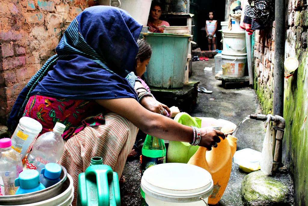 In South Delhi's Jagdamba Camp, water comes from communal pipes twice a day, from 5 am to 10 am in the morning and from 4 pm to 10 pm in the evening. People use the same water for bathing and drinking. Nobody monitors the water quality