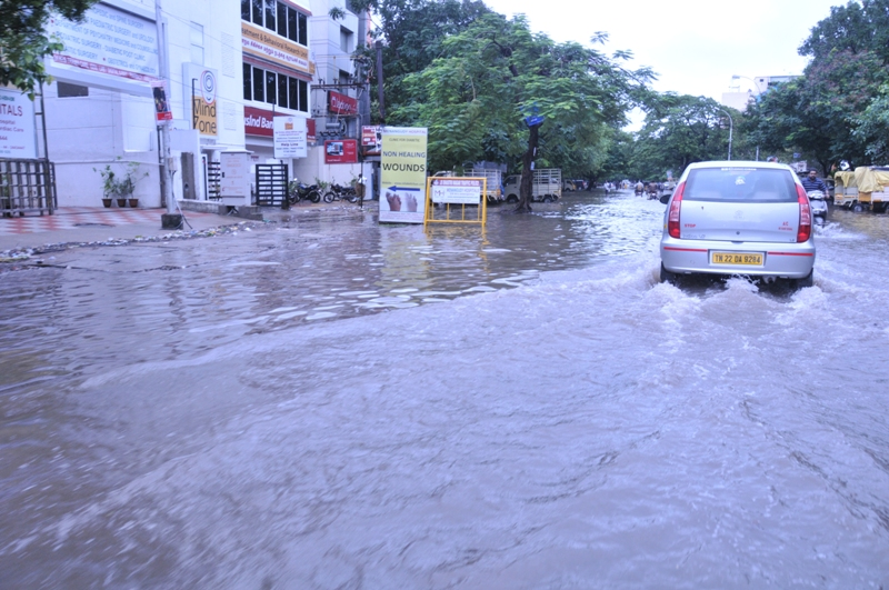 Train and flight services have been severely hit as Chennai struggles to cope with the deluge (Photo: Shreeshan Venkatesh)