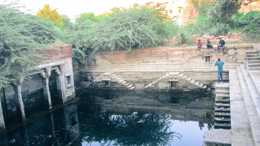 While the rest of Rajasthan battles acute water shortage, Jodhpur faces an alarming rise in groundwater levels. This water has now started seeping into houses. Overflowing jhalaras and bawris have become serious concerns as they pose structural safety hazards to neighbouring structures. People are also at the risk of slipping and drowning in them