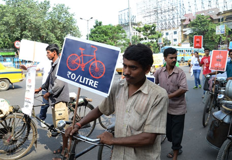 Kolkata protests blanket ban on cycling