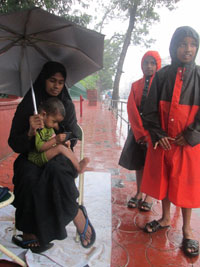 Jazeera and her children outside Kerala state secretariat gate, her current protest venue (Photo by Parvathy Binoy)