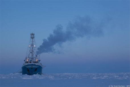Lance, the expedition vessel, on the Arctic Ocean (Photo: Tor Ivan Karlsen/Norwegian Polar Institute)