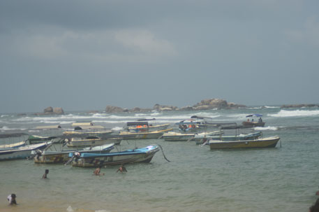 Sri Lanka: tourism impacts corals, fish catch in coastal town