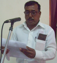 Farmer Vitthal Lokhande from village Belgaon speaks at the hearing.