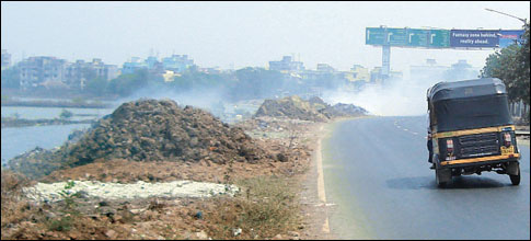 Villagers block garbage route