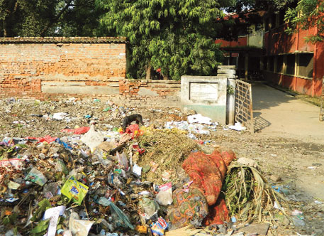 Biomedical and general waste lying outside Lala Lajpat Rai Hospital