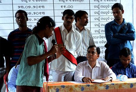 Dongru Majhi makes his point to district judge Pramod Kumar Jena